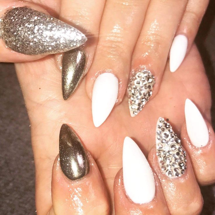 Need ideas for nails? These are perfect!  Glitter//shimmer//white