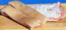 Свиные шкурки с чесноком