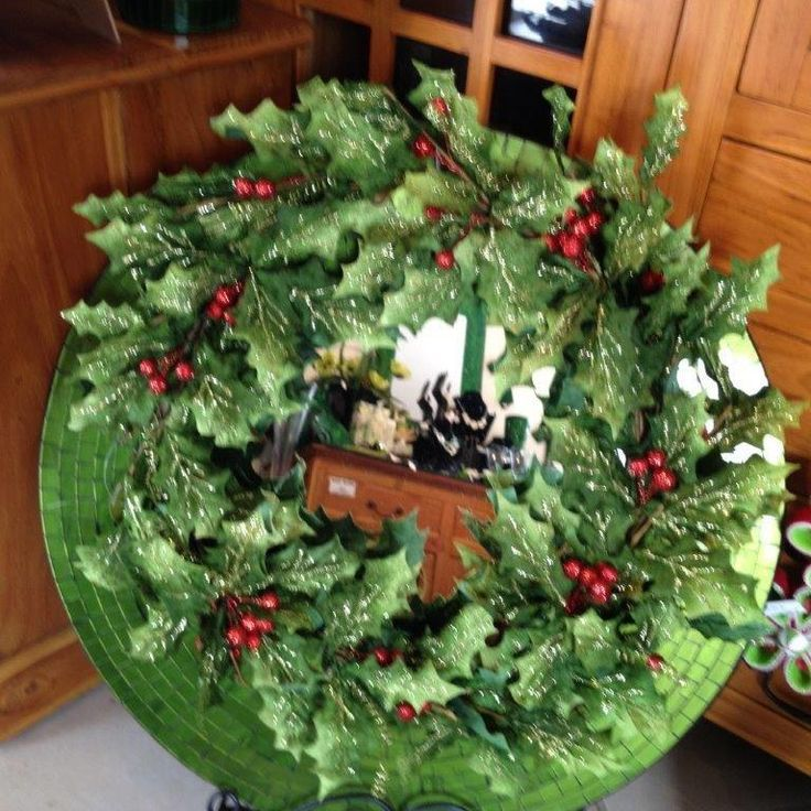 Sparkly Christmas wreath for door or wall