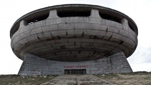 To απόκοσμο κομμουνιστικό μνημείο στη Βουλγαρία