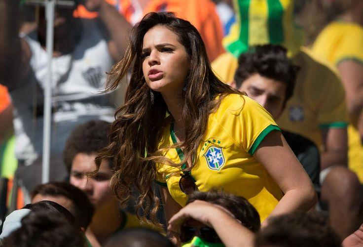 Bruna Marquezine estava no Mineirão no jogo do Brasil http://glo.bo/1sN3Ltx pic.twitter.com/TSAvv6UHdM
