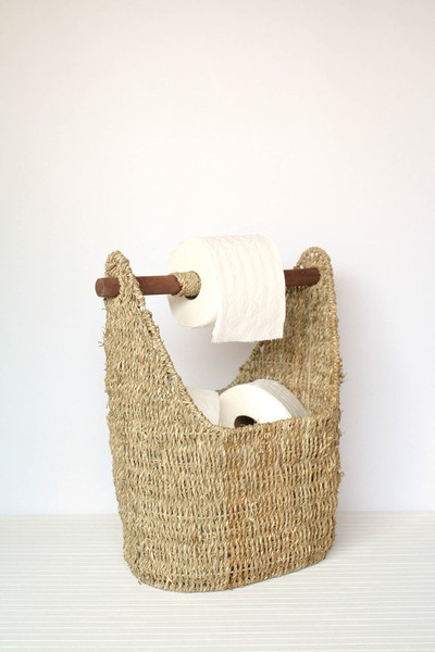 seagrass handle basket - lake house bathroom. I can do this!