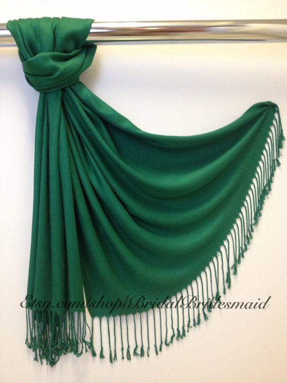Hey, diesen tollen Etsy-Artikel fand ich bei https://www.etsy.com/de/listing/195989496/season-sale-emerald-green-pashmina-schal
