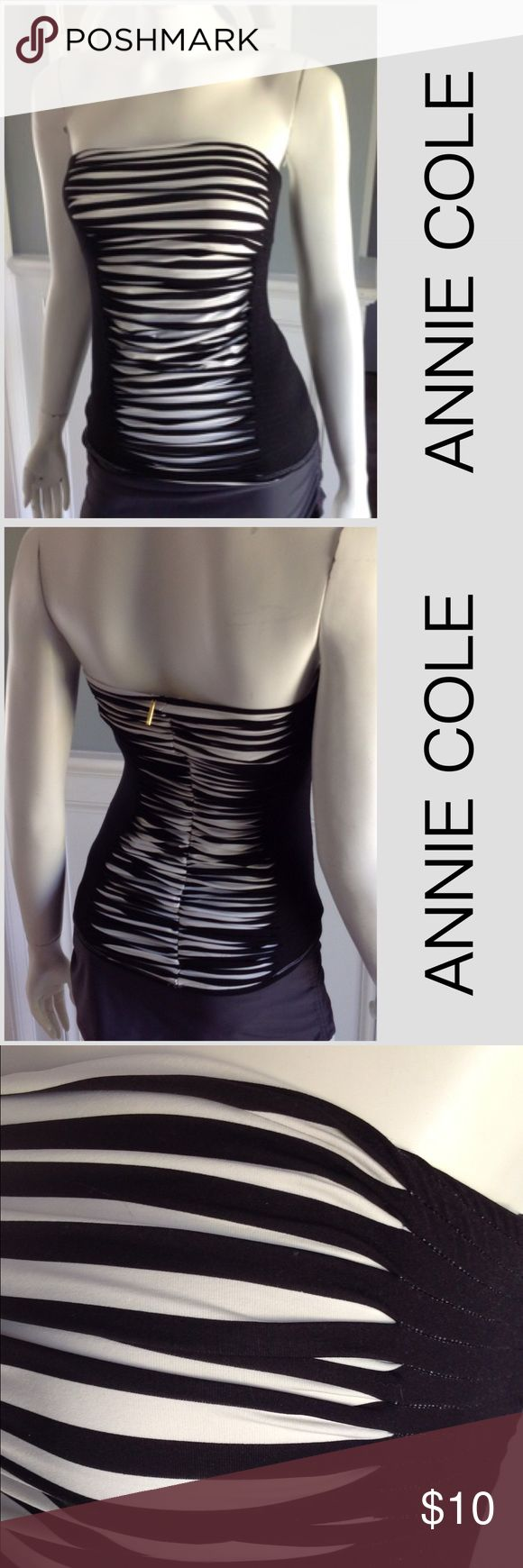 ANNE COLE black while stripe slimming tankini S Strapless. No tags. Some wear. price reflective. Modeled on a size 6 mannequin. anne cole Swim Bikinis