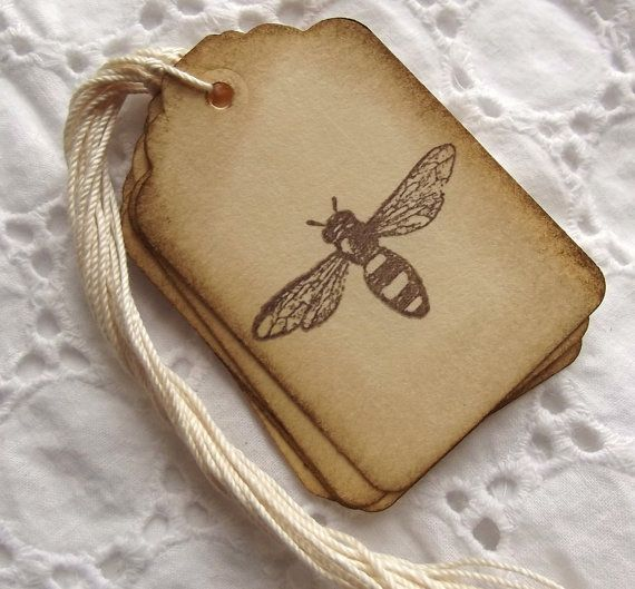 Vintage Bee Tags Brown and Cream Bumble Bee por SweetlyScrappedArt