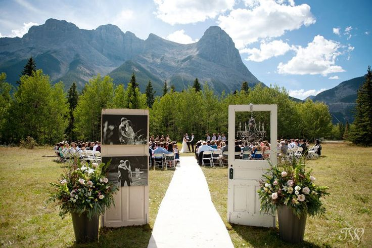 Canmore wedding ceremony at Rundleview Parkette captured by Calgary wedding photographer Tara Whittaker