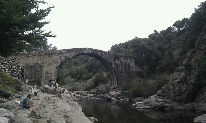 Puente romano en Madrigal de la Vera. Cáceres.