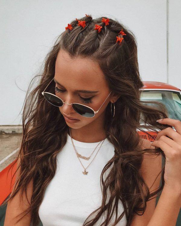 Peinados aesthetic rápidos para tus clases en línea Clip Hairstyles, Baddie Hairstyles, Bandana Hairstyles, Flower Power, 90s Grunge Hair, Mein Style, Aesthetic Hair, Dyed Hair, Hair Inspiration