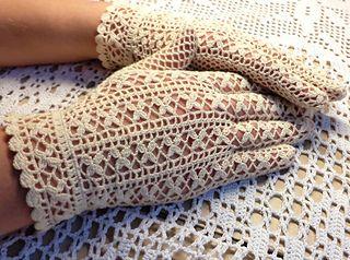 Flower Patterned Gloves - Bright White Vintage Crochet Gloves Pattern