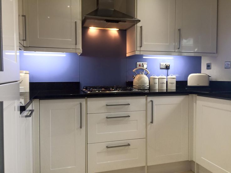 Best 25 splashback ideas ideas on pinterest kitchen for Country kitchen splashback ideas