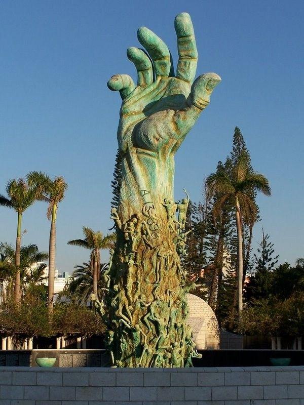 Le mémorial de l'Holocauste à Miami Beach en Floride, est un monument en mémoire des victimes de l'Holocauste perpétré par les nazis durant la Seconde Guerre mondiale. Le projet a été conçu par un comité des survivants de la Shoah en 1984. Le monument a été créé par Kenneth Treister à un emplacement indiqué par la Commission de la ville de Miami Beach, au croisement de l'avenue du méridien et du boulevard Dade.