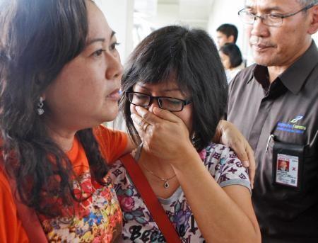 インドネシアのジャワ島・スラバヤ発シンガポール行きエアアジア機が28日、消息を絶った。162人乗り。邦人搭乗の情報なし。むせび泣く乗客の親族ら。(AP=共同) ▼28Dec2014共同通信 エアアジア機、消息絶つ 162人乗り、邦人情報なし http://www.47news.jp/news/photonews/2014/12/post_20141228193501.php