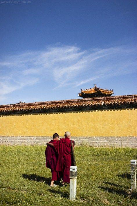 Friends.   Buddhistische Mönche im Kloster Amarbayasgalant in der #Mongolei.