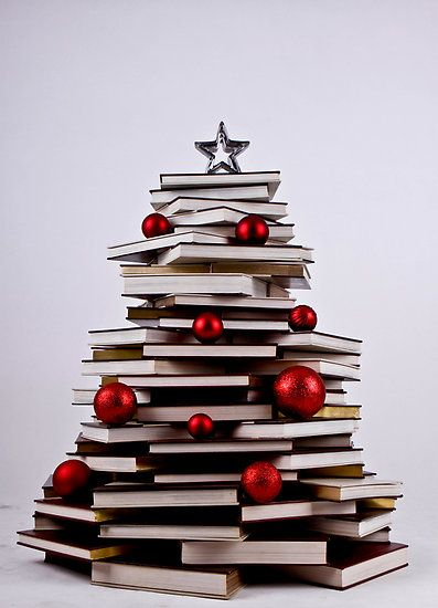 Love this - but the cats would have their way with it in 1.5 seconds... / Christmas Book Tree