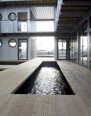Tendance construction en container, les avantages et les inconvénients : #maison #container #piscine http://www.novoceram.fr/blog/architecture/construction-maison-container