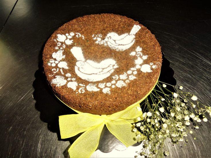 Una deliziosa torta dal sapore di casa, realizzata utilizzando avanzi di torta. Un ghiotto sistema per riciclare in modo creativo e risparmiare