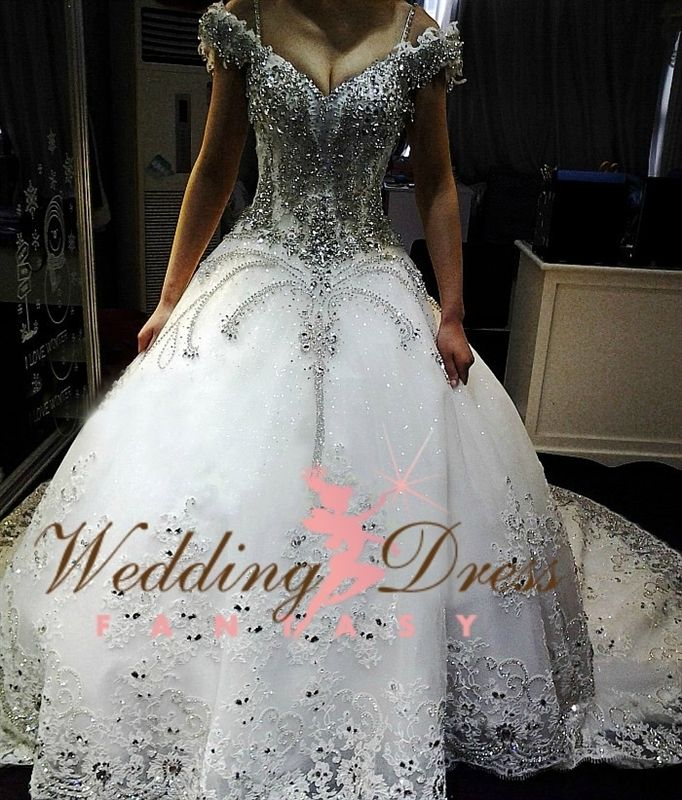 Best 25  Gypsy wedding gowns ideas only on Pinterest | Alternative ...