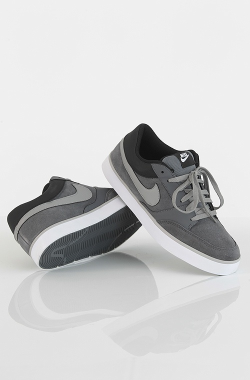 Nike 6.0 Avid kengät Dark Grey/Medium Grey-Black-White 49,90 € www.dropinmarket.com