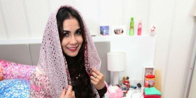 MASYA ALLAH.. Meski Mendapat Penolakan Dan Caci Maki, Wanita Cantik Ini Tetap Masuk Islam  Semoga tetap istiqomah dan memberikan citra muslimah yang baik... Aamiin