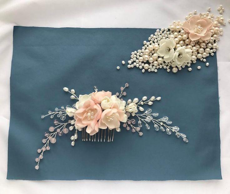 Свадебный гребень с нежными цветами и ветряками из натурального жемчуга, прозрачных кристаллов и розового кварца Цена 3000р #гребень #свадебныйгребень #гребеньручнойработы