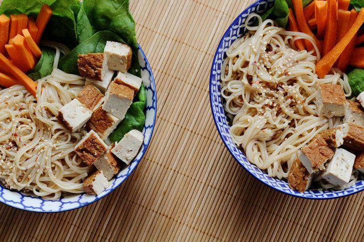 Simpele noodles met gerookte tofu. Lekker, snel en heel erg makkelijk om te maken.