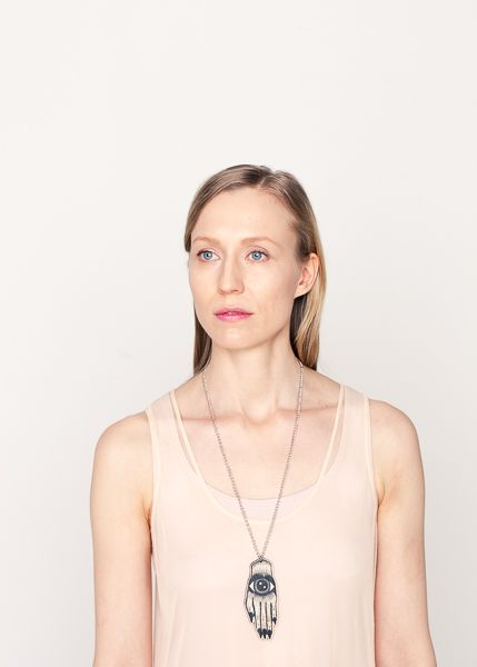 Artisan necklace // Artisan kaulakoru Photo: Elisa Harva Model: Utu-Tuuli Jussila