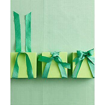 個性的ですが、結び方はとっても簡単。二つ折りにしたリボンのループから先を通し、リボン結びをすれば完成!