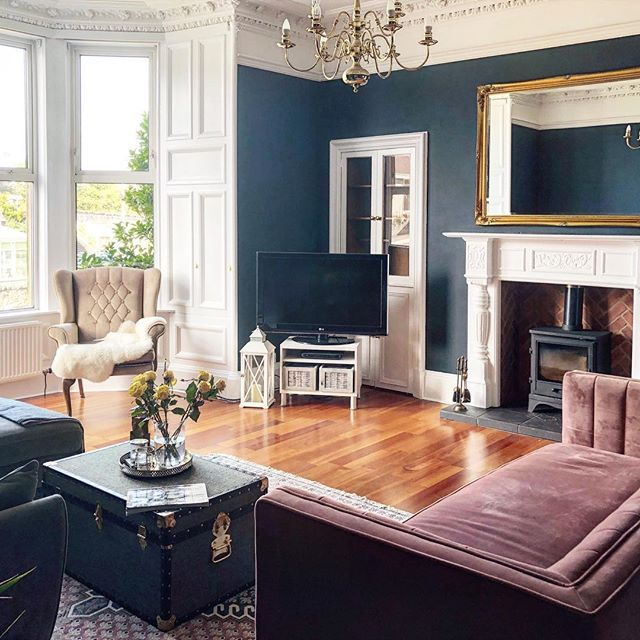 Victorian Lounge With Deep Blue Walls And Pink Sofa Victorian Living Room Blue And Pink Living Room Dining Room Blue
