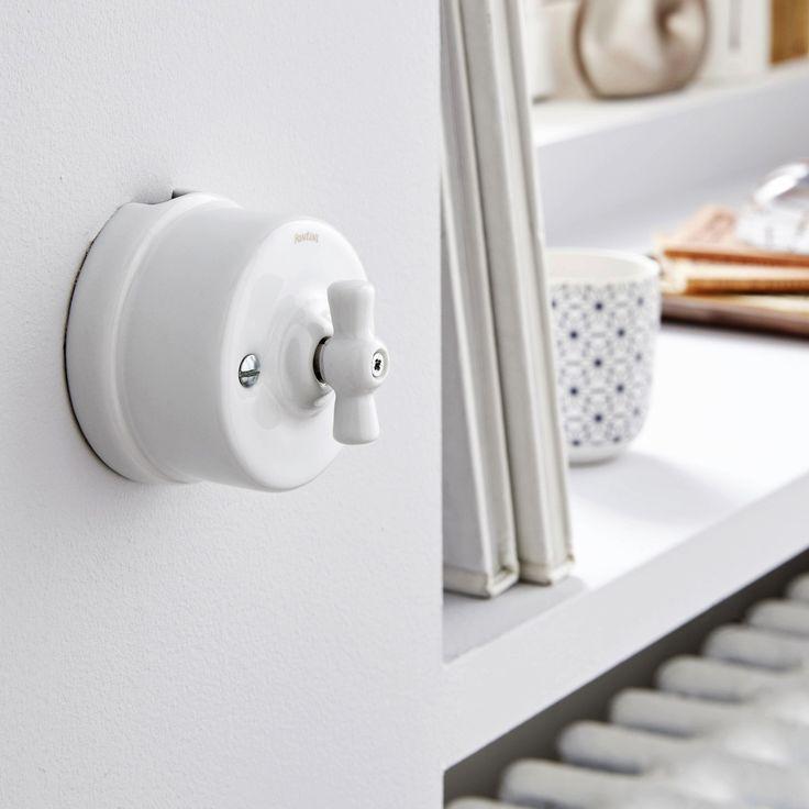 Un interrupteur vintage en porcelaine blanche Leroy Merlin - Porte Serviette Chauffant Leroy Merlin