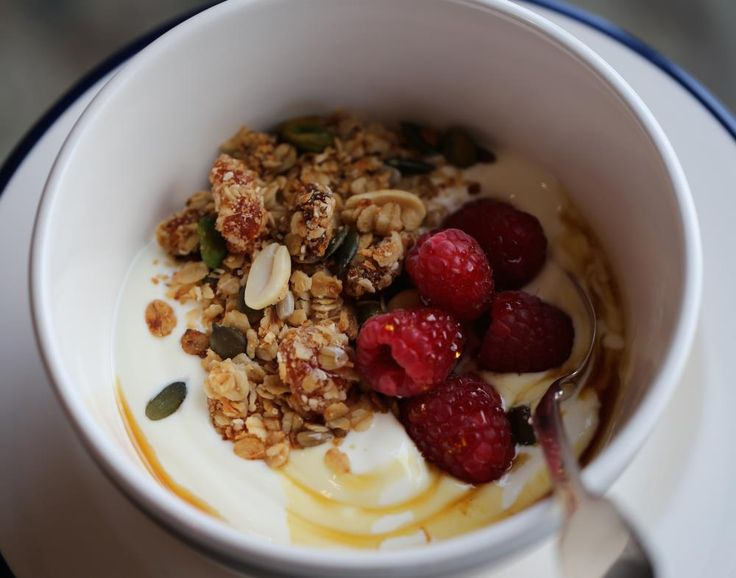 Recipeguru.co.uk - fruit and honey granola