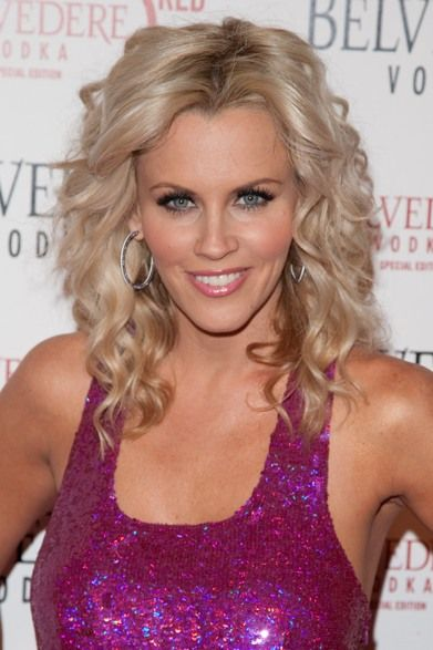Jenny McCarthy's curly, blonde hairstyle