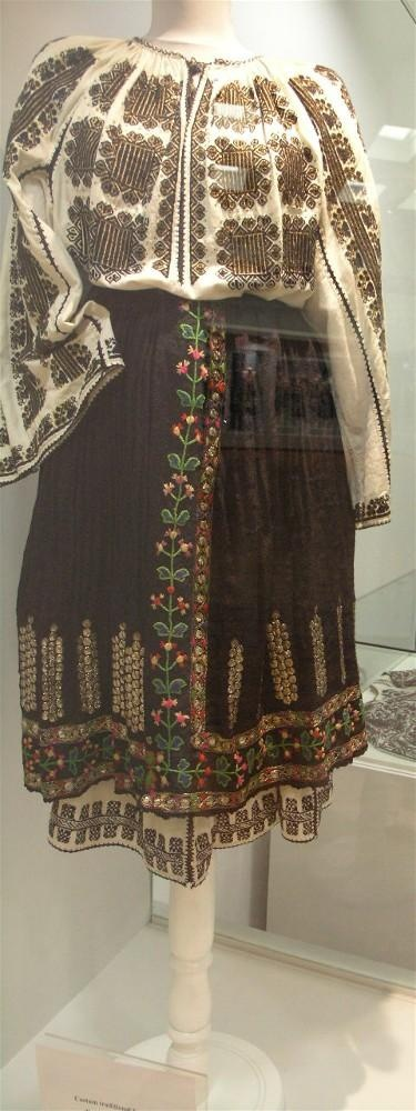 Traditional Romanian folk clothing - Mehedinti