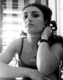"""Rotary Club Bari Alto Casamassima - 2002 - Luisa Valenzano - Targa alla """"X Mostra di pittura"""" (esposizione per invito).     Luisa Valenzano è nata ad Acquaviva delle Fonti (Ba) nel 1977, vive e opera a Casamassima (Ba). Si è diplomata al Liceo Artistico Statale di Bari ed ha conseguito il diploma di laurea con 110/110 e lode in pittura presso l'Accademia di Belle Arti di Bari... Rotary Club Bari Alto Casamassima - 2002 -Luisa Valenzano - Targa alla """"X Mostra di pittura"""" (esposizione per…"""