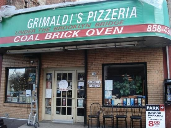 Grimaldis, the best pizza in New York! (aka the only place in Brooklyn Blair Waldorf would go)