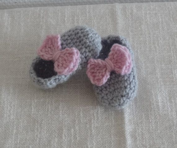 Sweet Crocheted Baby Booties with bow  Crochet newborn by Ifonka