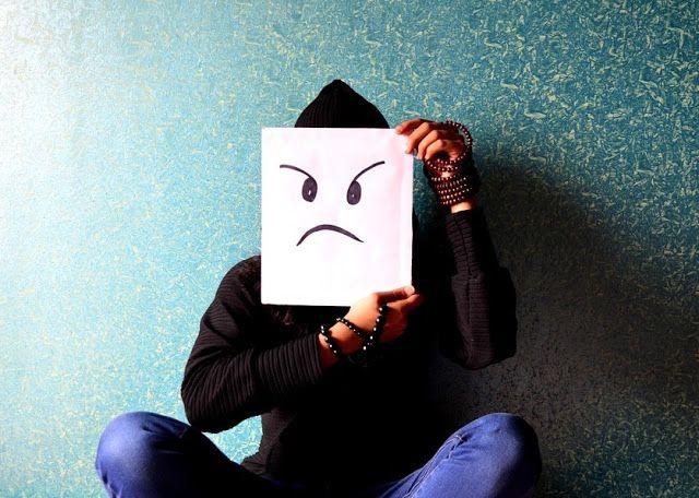 Marah Kepada Orang, Apakah Membatalkan Puasa? - Selain menahan diri dari makan, minum, dan hubungan suami istri, seorang yang berpuasa juga dituntut untuk menahan diri dari akhlak yang tercela.