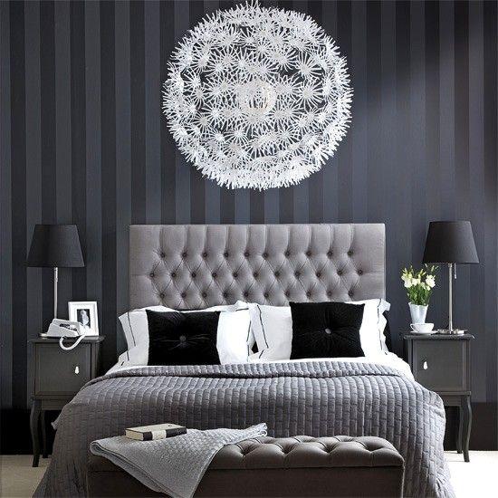 Decorar la habitación con combinaciones de negro, blanco y gris