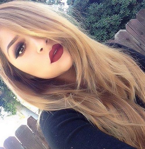 dark eye shadow and maroon lipstick. perfect fall look! I love it.