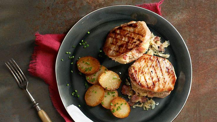 Vepřové maso plněné kysaným zelím s opečenými bramborami