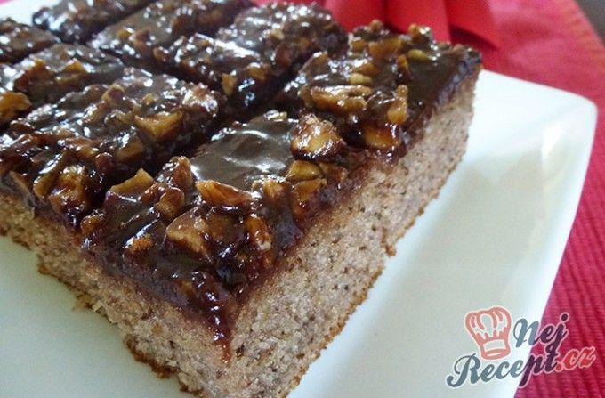 Nejjednodušší ořechový koláček s čokoládovou polevou | NejRecept.cz