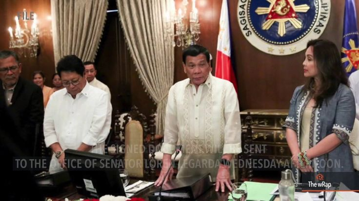 Duterte signs Paris climate deal - WATCH VIDEO HERE -> http://dutertenewstoday.com/duterte-signs-paris-climate-deal/   Despite his misgivings, President Rodrigo Duterte has signed the Paris Agreement on Climate Change. Full story:  News video credit to Rappler's YouTube channel