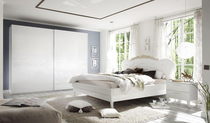 #Königlicher #Style für Dein #Schlafzimmer. Echt #Hochglanz #weiß #lackiert und schöne Applikationen sind die wesentlichen Merkmale der Schlafzimmer-Serie DEA PLUS. Diese #modernen #italienischen #Designer-Möbel sind ein echter Blickfang.  #schnappermoebel #holdirdeinenschnapper