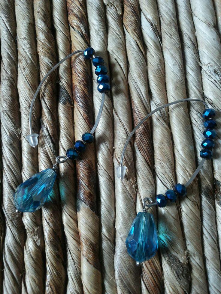 Orecchini fatti a mano con goccia di cristallo turchese e cristalli color petrolio metalizzato. Handmade earings. Turquoise crystal and metal petroleum blue crystals.