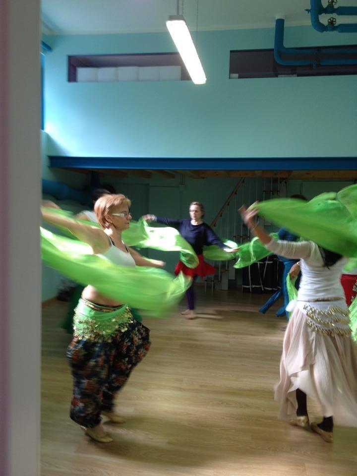La #danzaorientale con il #velo alla #mattina! #danzainmattina a Spazio Aries