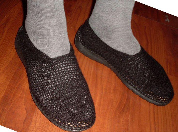 Zapatos hombre tejidos en hilo, planta interior 100% cuero natural, planta goma. Colores: Negro y café   $10.000.-
