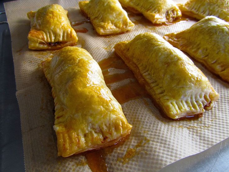 Mariette's saucijzenbroodjes van Yvette van Boven | SimKookt