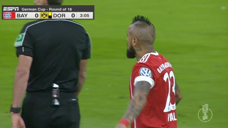 Bayern's Vidal denied by the crossbar