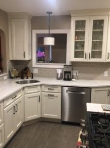 Best 25  Shaker style cabinets ideas on Pinterest White shaker kitchen and Kitchen cabinet pulls