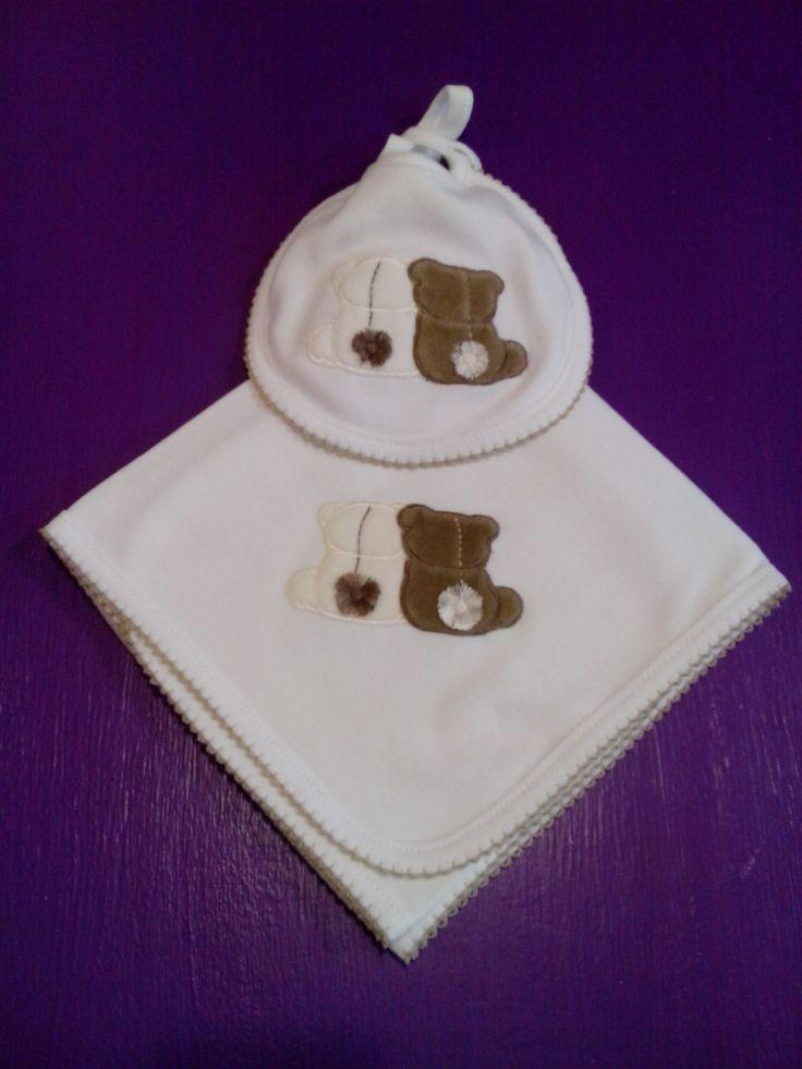 bebeteca. Babero y pañito Dulces osos confeccionados con algodón de alta calidad.