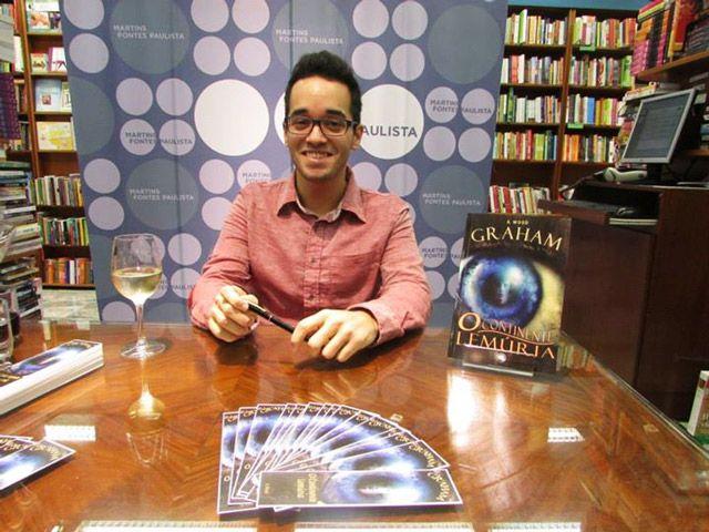 Entrevista: Vinicius Fernandes fala sobre seu Livro de Vampiros com Protagonista Gay | Blog do Ben Oliveira